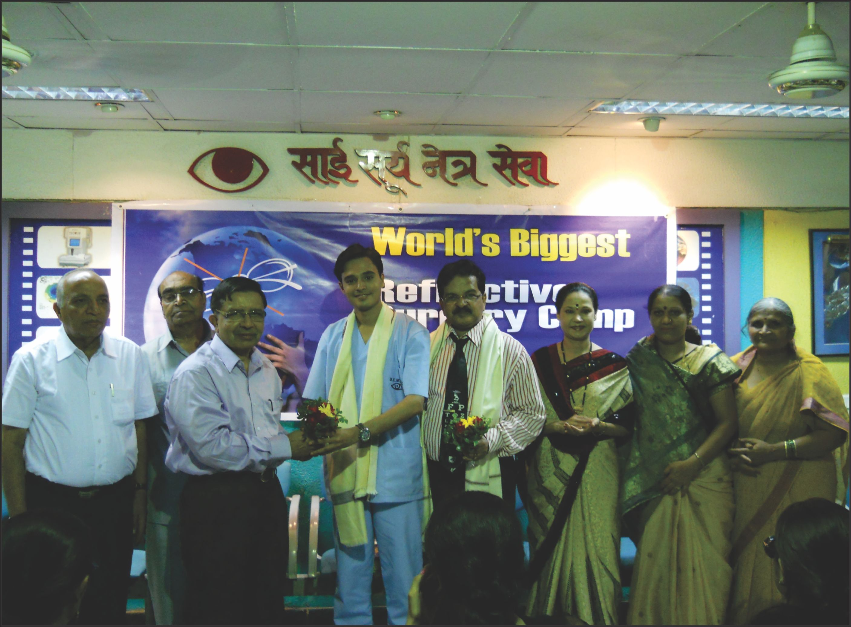 Dr. Vardhman and Dr. Prakash receiving award for refractive surgery camp