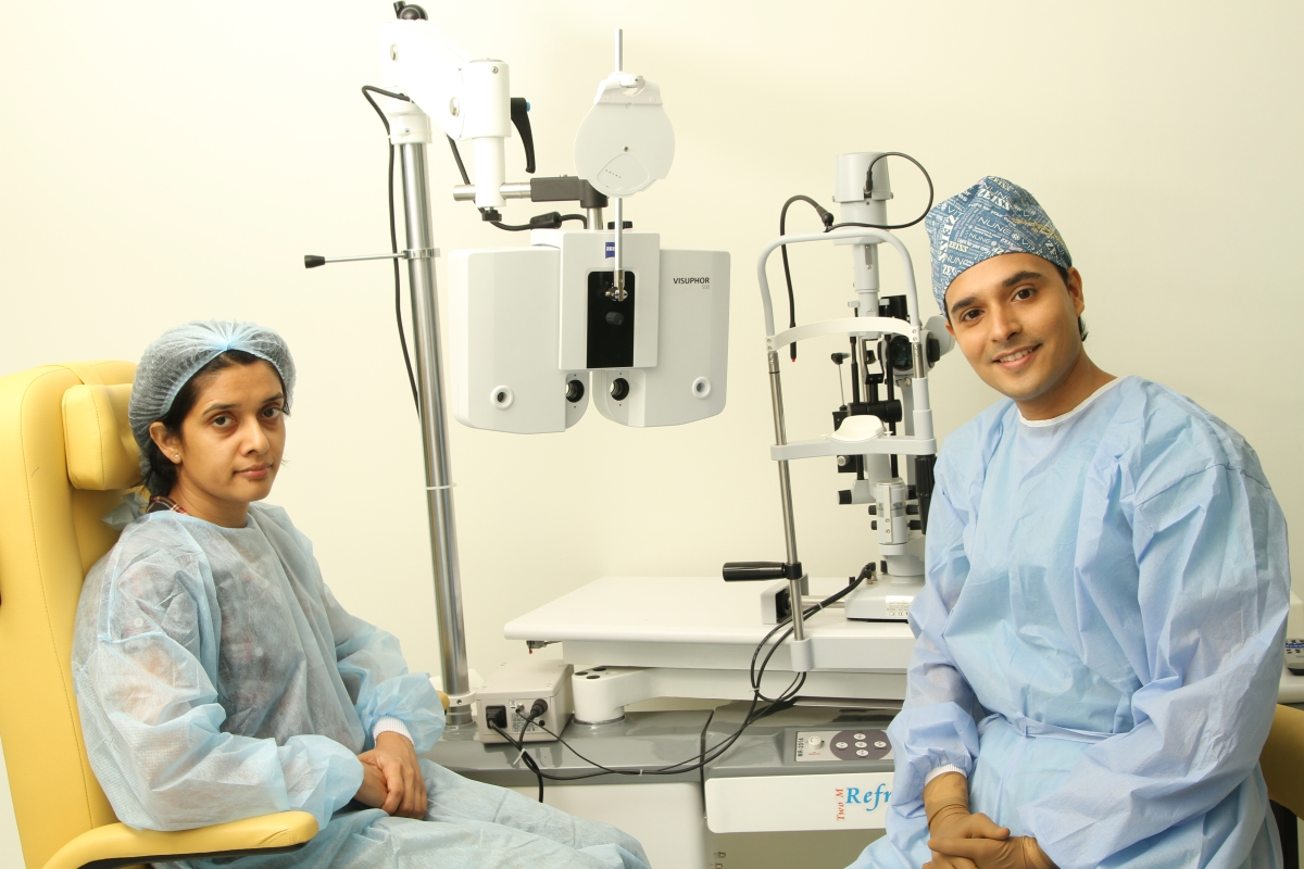 Dr. Vardhaman Kankariya with Patient